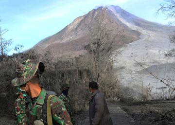 Siete muertos por la erupción del volcán Sinabung en Indonesia