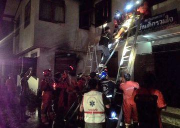 17 niñas mueren en un incendio en un colegio de Tailandia