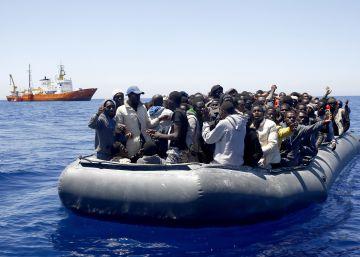 Unos 2.000 migrantes rescatados y 14 desaparecidos en otro naufragio en el Mediterráneo