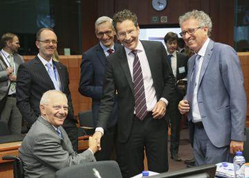 El Eurogrupo libera 10.000 millones para Grecia y reestructura su deuda