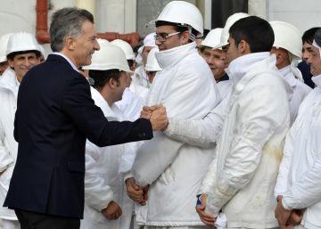 Macri intenta calmar los ánimos con subidas de sueldos y dinero para los sindicatos