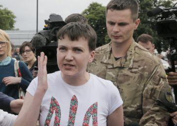 Kiev intercambia a la piloto ucrania detenida por prisioneros rusos