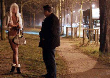 Amnistía denuncia que prohibir la prostitución daña a las mujeres