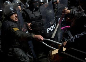 La Policía reprime una protesta de personas discapacitadas en Bolivia