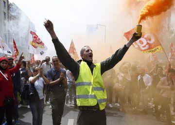 Siete sindicatos franceses llaman a redoblar las protestas y los paros