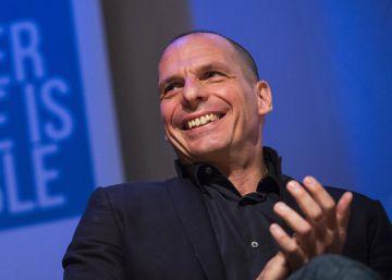 Varoufakis, con las fuerzas de izquierda que abogan por no salir de la UE
