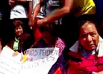 """Rapando """"traidores"""": los maestros rebeldes de México sacan las tijeras"""