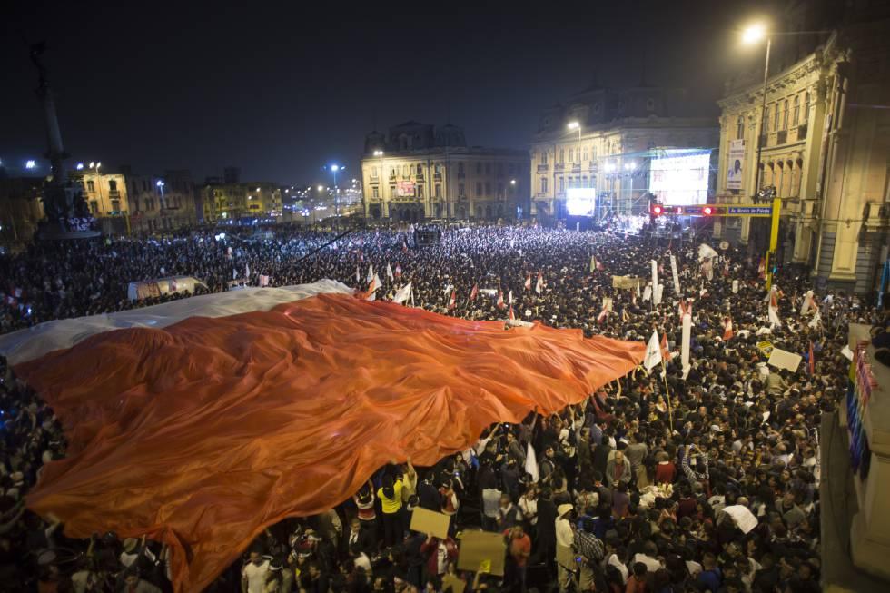 Panorámica del final de la manifestación en Lima