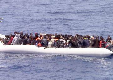 La Guardia Civil rescata a 600 migrantes y evacúa a una embarazada