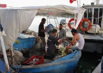 Aprender a pescar refugiados y cadáveres