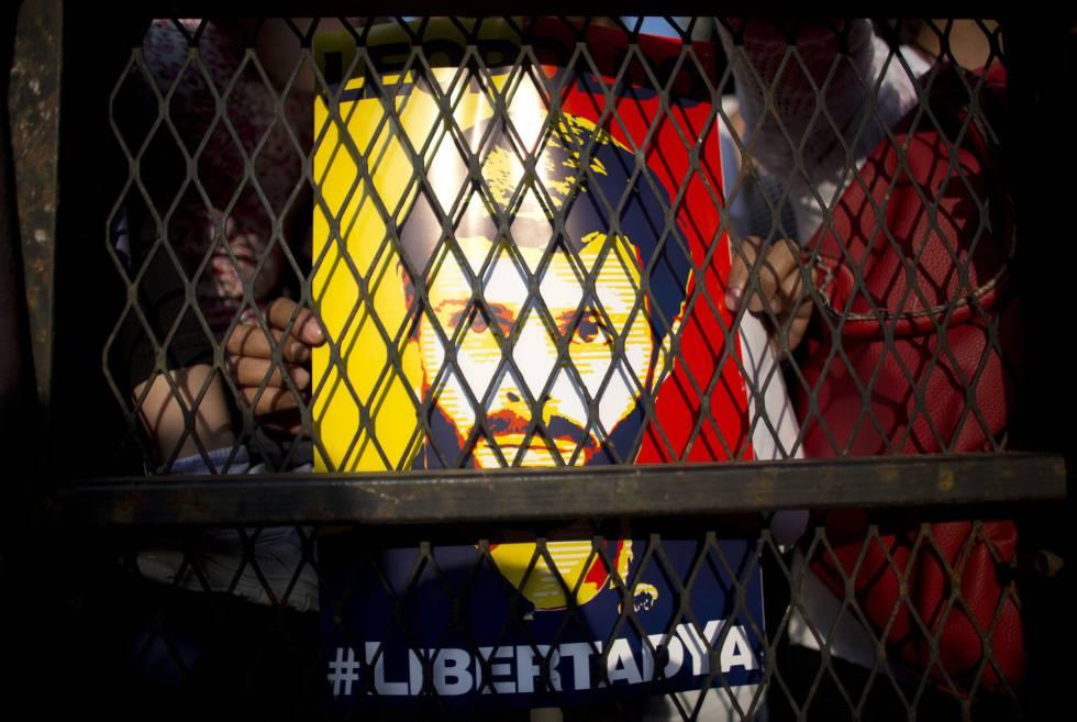 Seguidores de Lepoldo López piden su liberación en Caracas, en febrero
