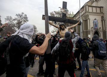 La destrucción de una figura de Cristo indigna a Chile
