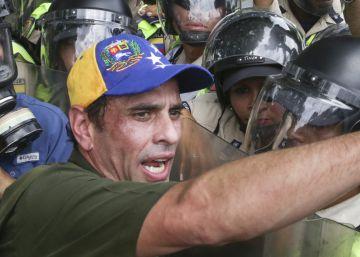 Al CNE le tomará mes y medio revisar las firmas contra Maduro