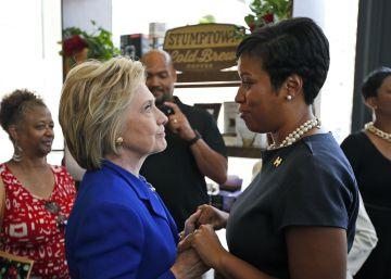 Clinton aspira a romper la marginación de las mujeres en la política de EE UU