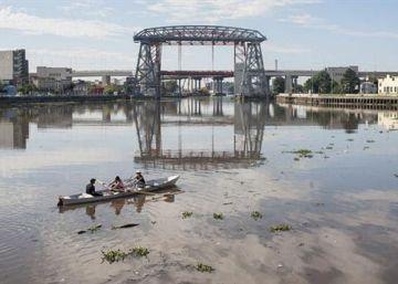 El sueño de navegar en el río más contaminado de Argentina