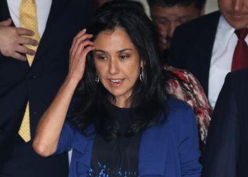 Un juez impide salir de Perú a la primera dama