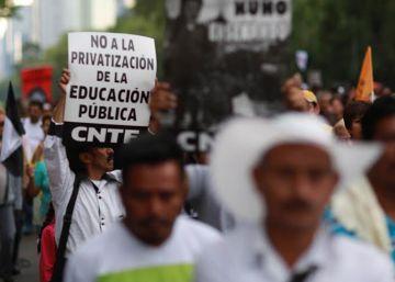 Los maestros rebeldes asfixian el centro de Ciudad de México
