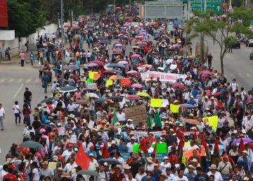 La batalla por la educación inflama México