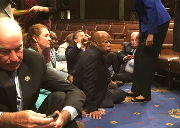 Congresistas demócratas protestan por la inacción sobre las armas