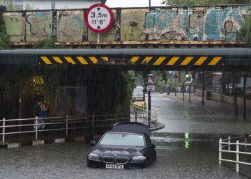Lluvias y tormentas eléctricas dificultan el voto en Londres