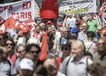 Miles de franceses convierten en un símbolo la protesta 'prohibida' de París