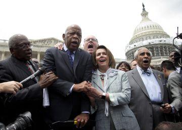 Legisladores demócratas protestan durante 26 horas seguidas por la inacción sobre las armas