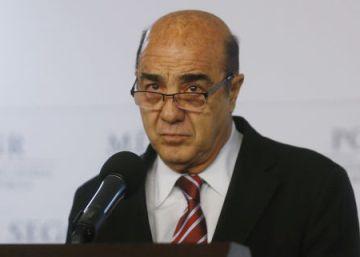 Familiares de Murillo Karam ganaron millonarios contratos públicos durante su mandato en la PGR