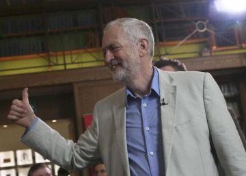 Corbyn desafía a los rebeldes y se aferra al liderazgo laborista
