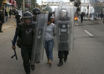 Tres policías asesinados en Guerrero mientras comían