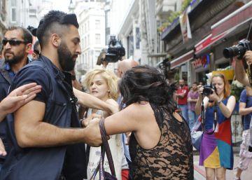 La policía reprime duramente la marcha del orgullo gay en Estambul
