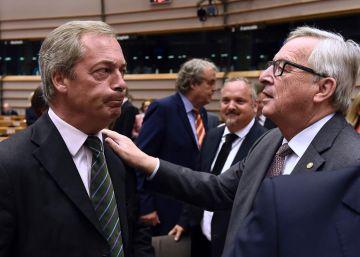 """Juncker al eurófobo Nigel Farage en la Eurocámara: """"¿Por qué está usted aquí?"""""""