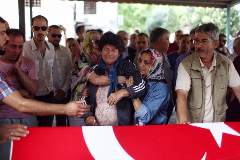 Funeral de una de las víctimas del atentado del martes en Estambul