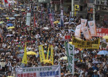 Una manifestación exige en Hong Kong la dimisión de su jefe de Gobierno