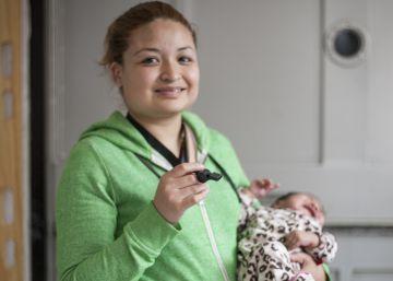 La Ciudad de México entrega 15.000 silbatos antiacoso