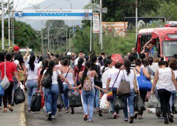 El presidente de Colombia pide a Venezuela que reabra la frontera