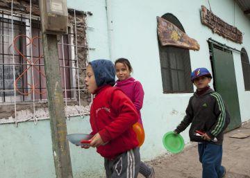 La pobreza infantil cayó en Argentina, pero aún afecta a cinco millones