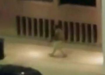 Un vídeo muestra a un atacante de Dallas disparando a un policía a quemarropa