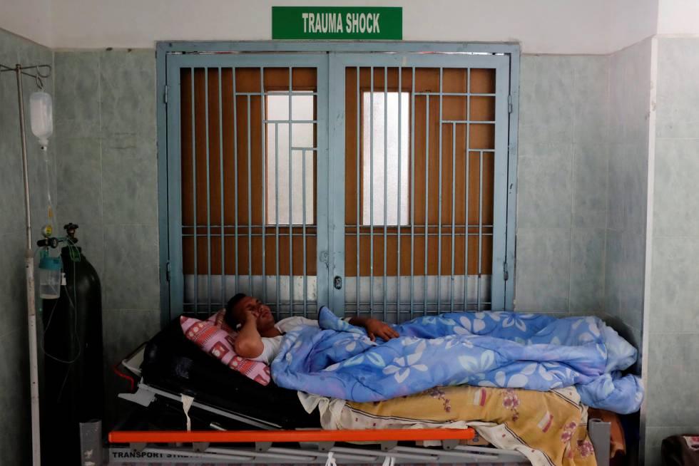 Un paciente en un pasillo de un hospital de Mérida, Venezuela.