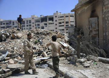 Los 'cascos blancos' que salvan vidas entre escombros en Siria