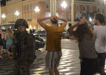 Las redes sociales se vuelcan con las víctimas de Niza