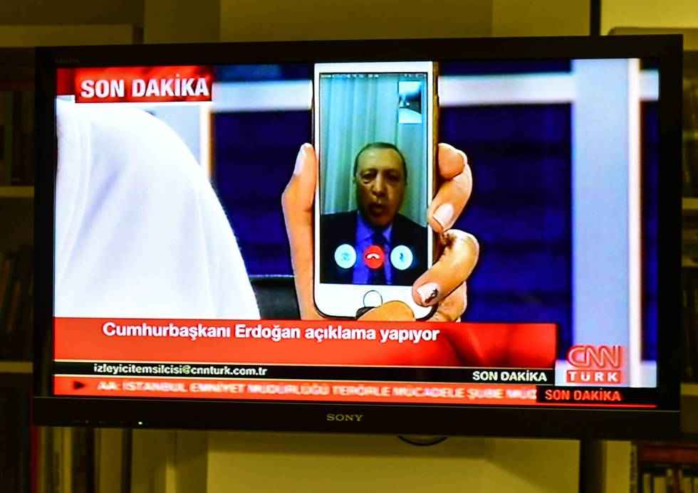 Erdogan habla a CNN Turk a través de Facetime