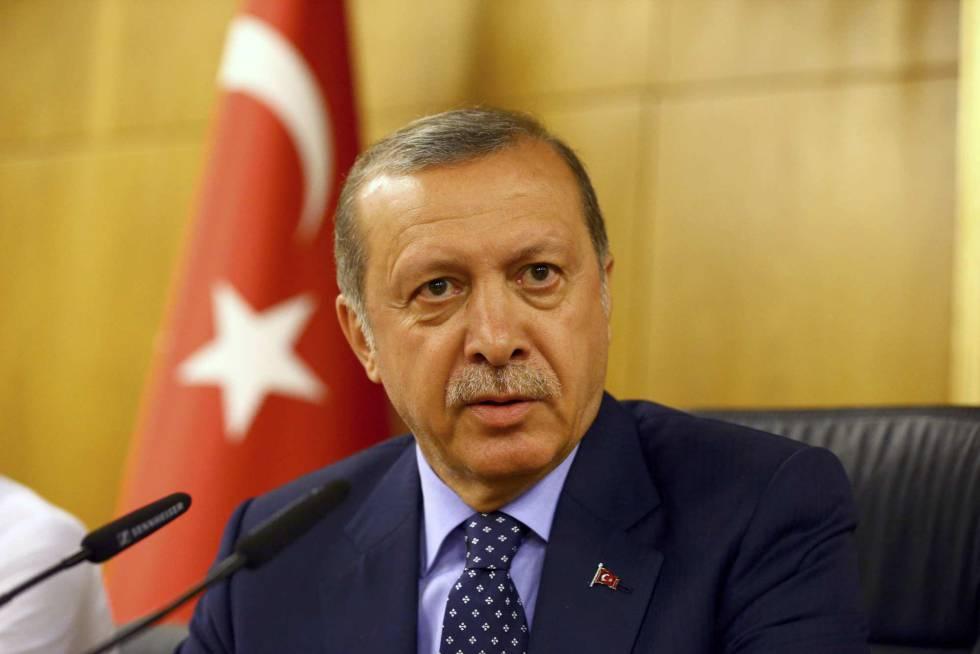Erdogan en su comparecencia en Estambul durante el golpe.