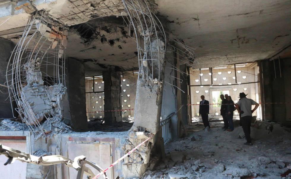 El interior del Parlamento de Turquía, en Ankara, bombardeado por los presuntos golpistas.