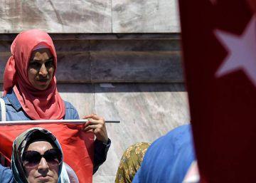 Turquía suspende a 15.000 empleados del Ministerio de Educación