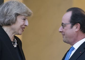 Hollande apremia a Theresa May en París a negociar el Brexit