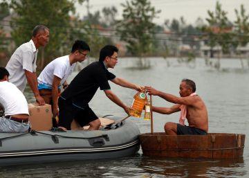 Más de 100 muertos y 400.000 evacuados por un temporal que azota China