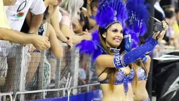 Joanna Birriel durante los carnavales de Encarnación, Paraguay.