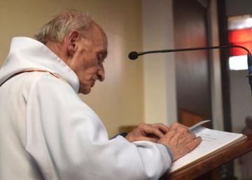 El padre Hamel, un sacerdote jubilado que seguía ayudando en la iglesia