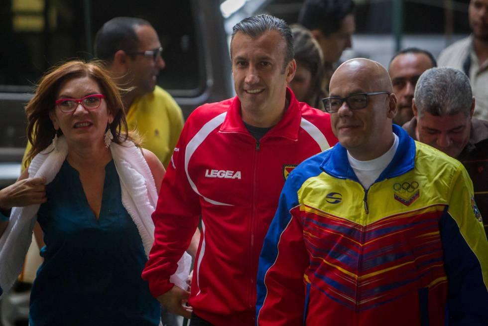 Jorge Rodríguez (derecha), a su llegada al CNE.