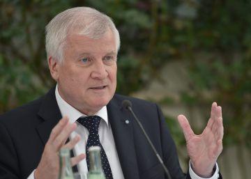 Los aliados bávaros de Merkel vuelven a cargar contra la canciller